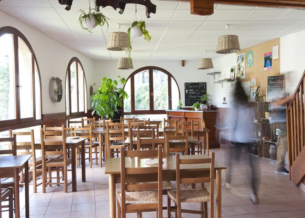 Gite Évolutions salle de restaurant et bar vue panoramique