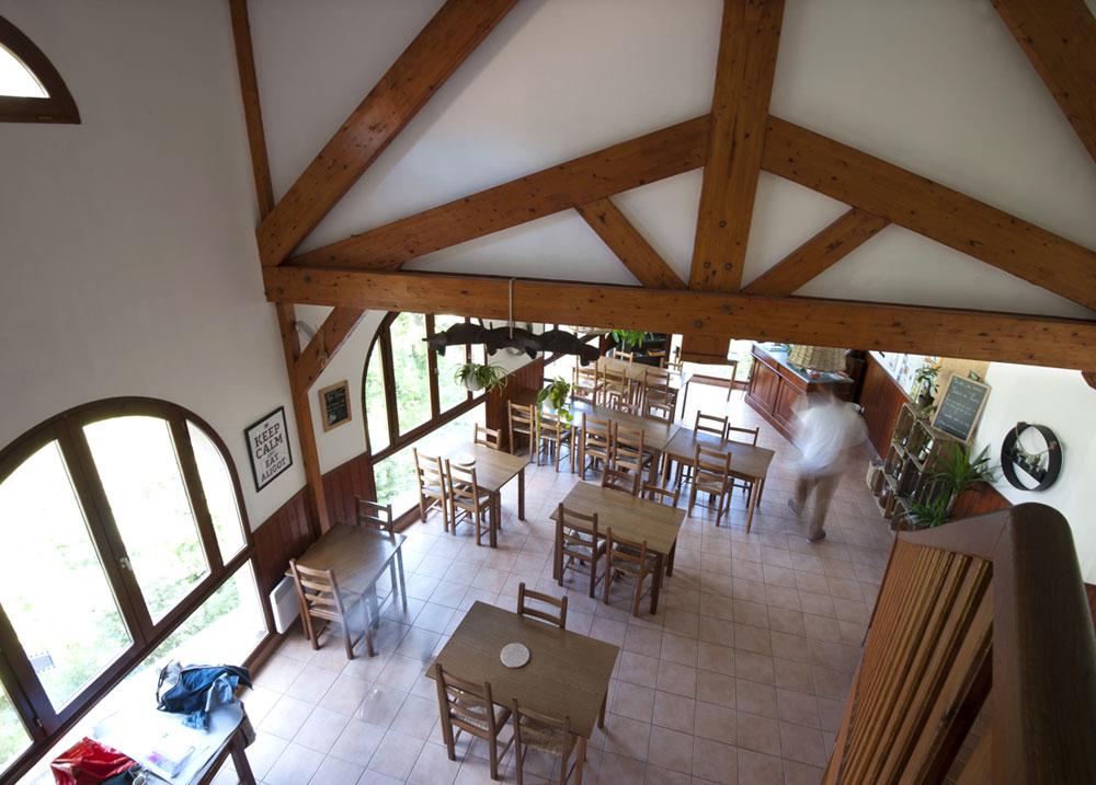 Gîte Évolutions salle restaurant spacieuse conviviale