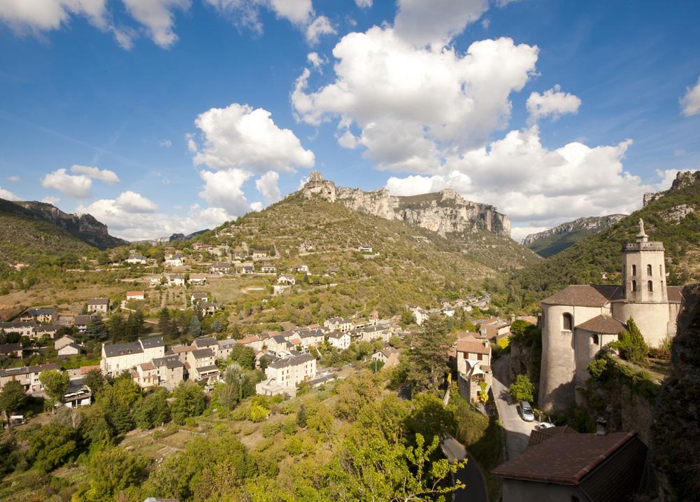 Gîte Évolutions peyrelau village medieval architecture